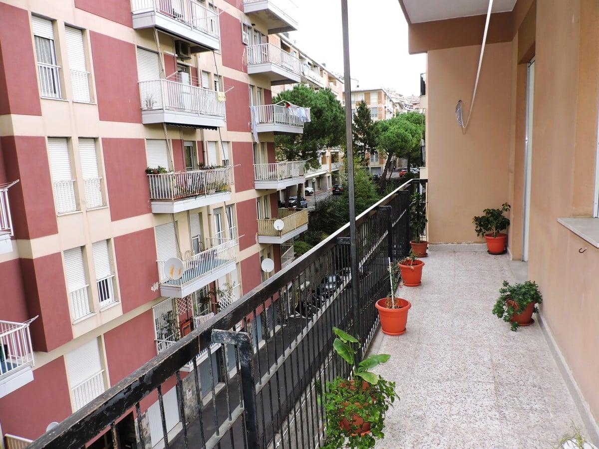 Via Cevasco – Martinetti 6 vani strada privata posteggio